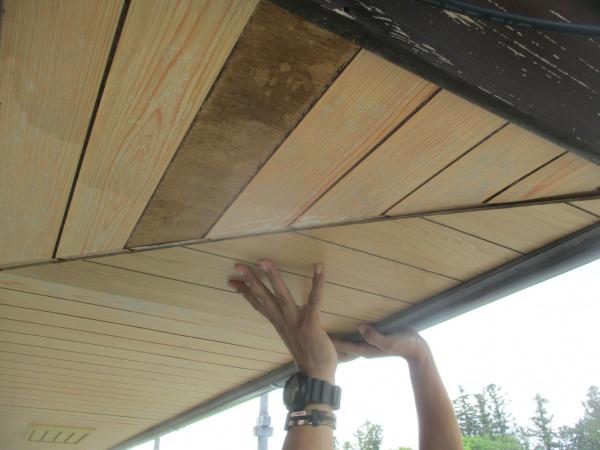 新規の軒天材を貼り付けました