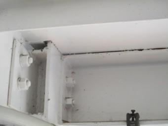 階段下の破損個所です