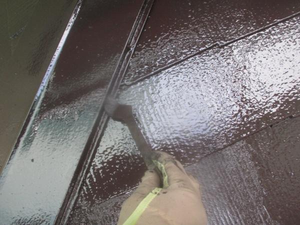 1階スレート屋根の上塗り中です