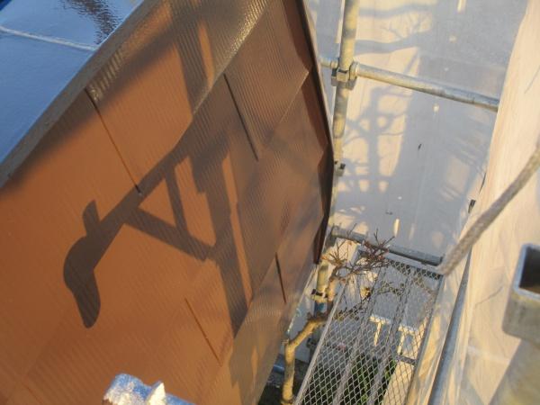 パラペット出隅の塗装後の状態です