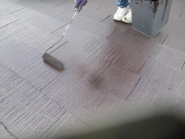 2階屋根の上塗り中です