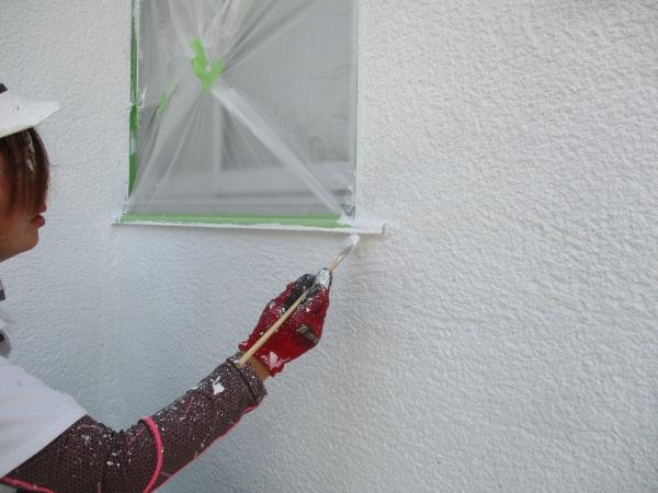 外壁の下塗り刷毛塗装