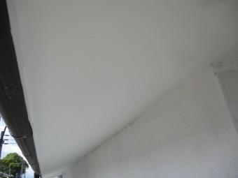 軒天の1回目塗装が終了しました