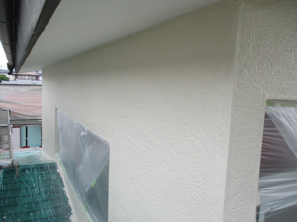 2階外壁の上塗りが終了しました