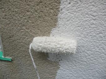 1階外壁の下塗り中です
