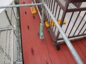 南面のベランダ下の屋根下塗りが終了しました