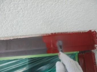 壁水切りの下塗り塗装中です