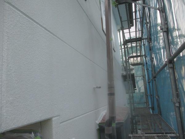 外壁の下塗りローラー塗装が終了しました
