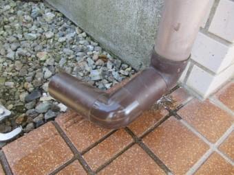 排水位置の配管変更です