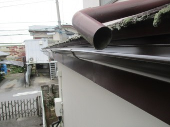 既存の排樋を固定します