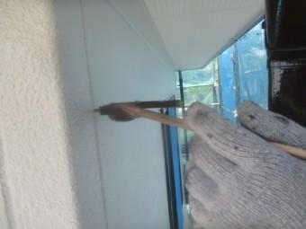 竪樋金具の上塗り中です
