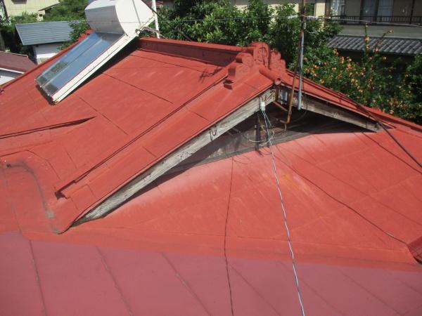 施工前の入母屋屋根の状態です