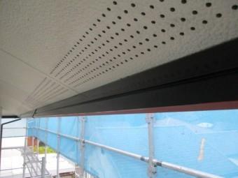 破風板内側の上塗りが終了しました