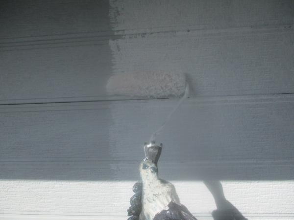窯業系外壁の下塗り中です