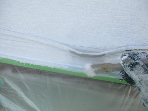 窯業系外壁の刷毛下塗り中です
