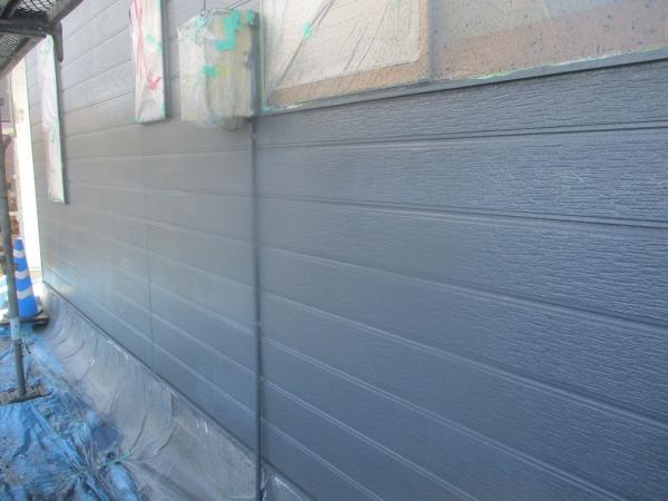 窯業系外壁の中塗りが一面終了しました