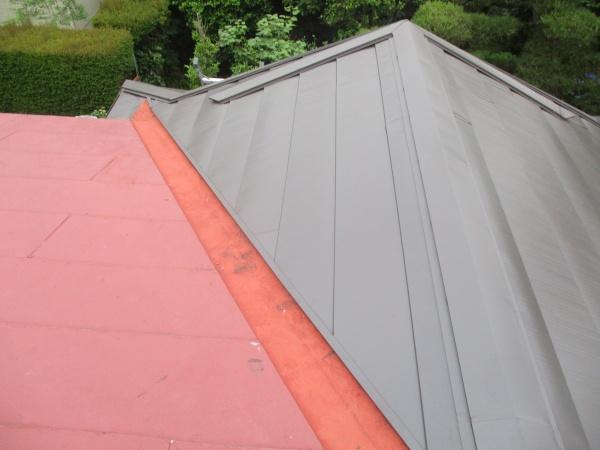 玄関屋根の完工です