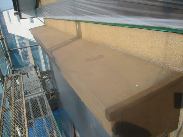 塗装前のシャッターボックスの状態です