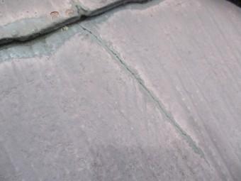 コロニアル屋根のひびです