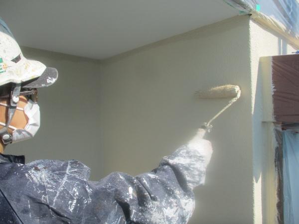 外壁上塗り中です
