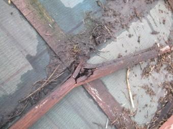 桟木が折れています
