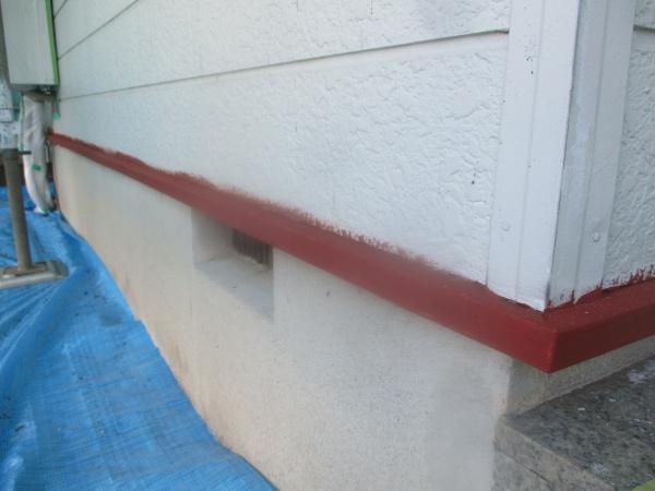 土台水切りの下塗り終了です
