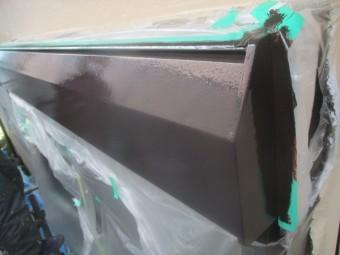シャッターボックスの上塗り完了です
