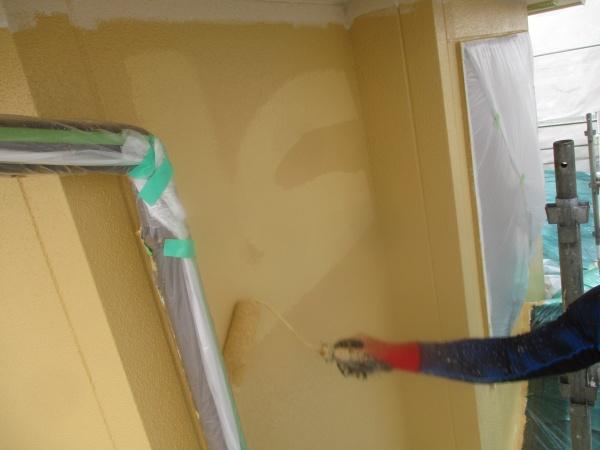 上塗りローラー塗装中です