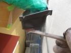 軒樋の1回目刷毛塗装中です