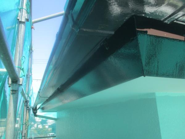 破風と軒樋の上塗りが終了しました