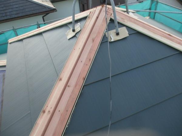 越屋根のルーフ貼り付けが終了しました