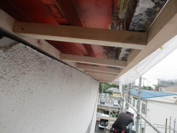 宇都宮市のパラペット修復工事でサイディングの役物金具を取り付けました