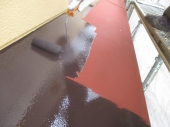 出窓天板の中塗り中です