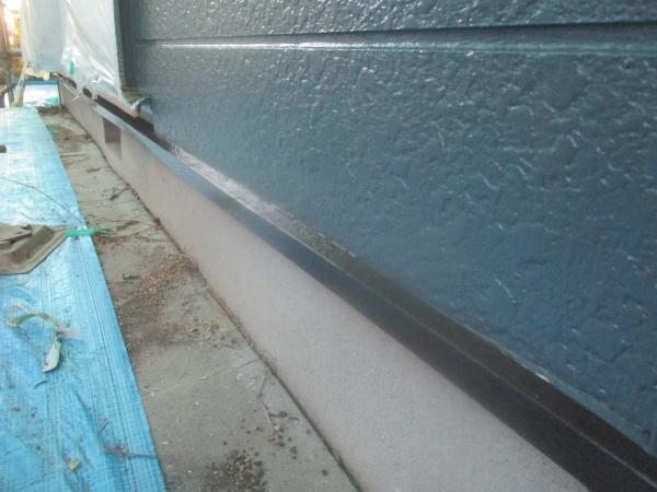 土台水切りの中塗り終了です