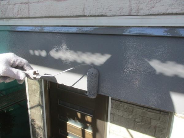 幕板の中塗りローラー塗装中です