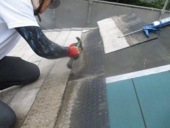 スレート屋根材を貼り直します