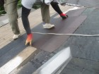 スレート屋根材の取り付け中です