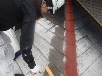 下屋根の下塗り中です