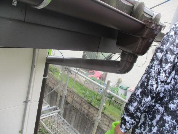 竪樋と集水器を繋ぎました