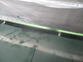 スレート屋根の破損個所です
