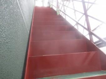階段鉄部の錆止め塗装が終了しました