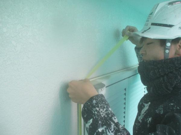 小山市で窯業系サイデイングの塗装用の養生をしました。