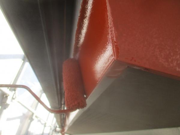 破風板金の錆止め塗装中です