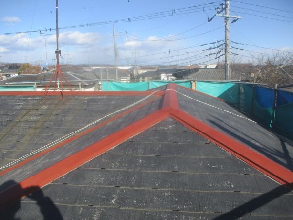 小山市でヤネ強化プライマーを使いスレート屋根の下塗りをしました