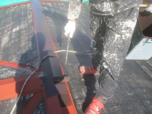 大屋根の板金中塗り中です