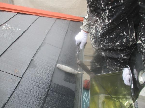 屋根下塗り中です