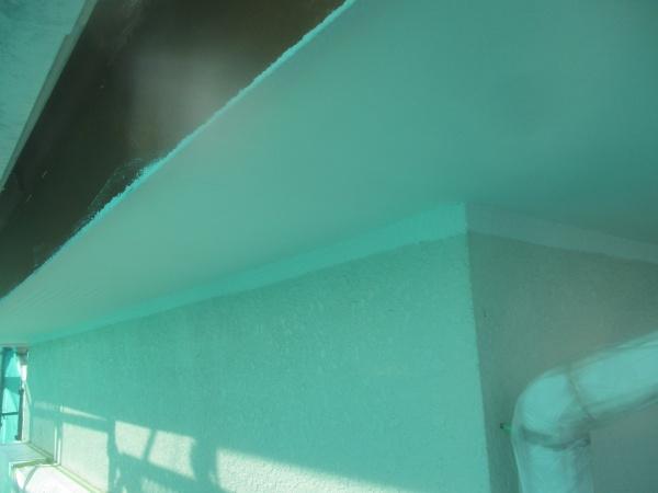 軒天塗装1回目が終了しました