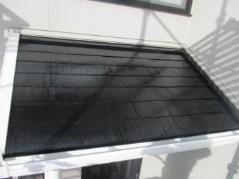 下屋根の上塗り塗装が終了しました