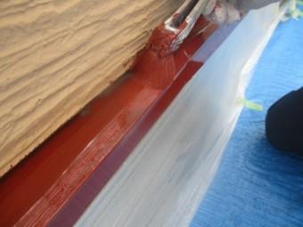 土台水切りの錆止め塗装中です