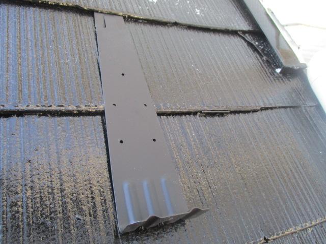 宇都宮市で屋根足場跡の仕上げ塗装と雪止めを取りつけました。